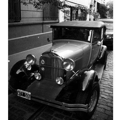 2007-07/une-voiture-ancienne-comme-on-en-croise-souvent-dans-les-rues-de-san-telmo-28c93b079fda8d7bf6da70a2644cd64d517e891f.jpg