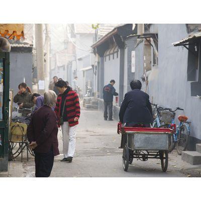 2007-10/une-partie-de-la-population-vit-encore-dans-les-hutongs-anciens-quartiers-de-beijing-parsemes-de-petites-habitations-0e8e0b3ac80c1dc3cf6781bdef32cf7b439a90e8.jpg