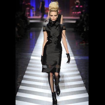 2009-08/le-noir-en-total-look-jean-paul-gaultier-7ffa760760f86a0a4410d13bcbf396237acfc63e.jpg