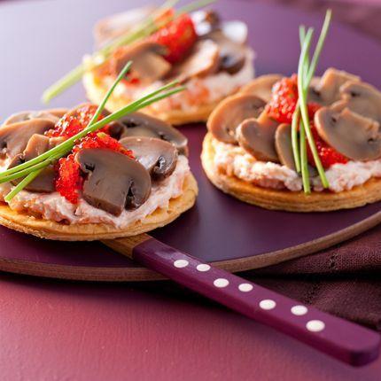 2009-11/tartelettes-fines-de-champignon-saumon-fume-et-aeufs-de-lompes-ef7077273879f29c58b4eb6b871d1790c8cac15c.jpg