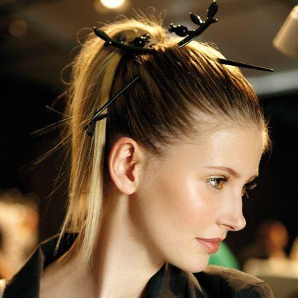 2011-01/les-tendances-coiffure-chez-alexis-mabille-12ab3def7c028e74084aab353ce04fe1022e6a47.jpg