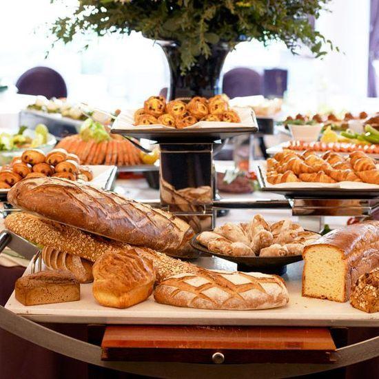 2014-06/assortiment-de-pains-et-de-viennoiseries-dans-la-salle-du-restaurant-le-diane-20c9e2dfb43393db34d7a4d2fc676552f62087cc.jpg