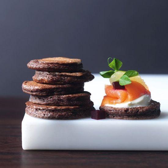 2014-06/blinis-au-chocolat-saumon-fume-et-citron-poche-9af81bff9273e304c7973e2d9ec296f43a347dc3.jpg