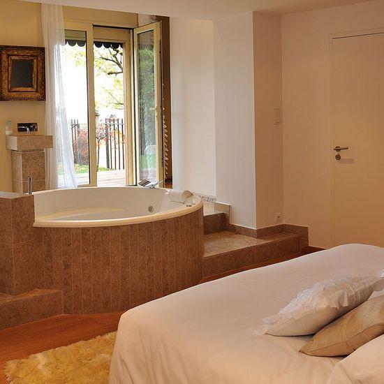 11 chambres romantiques avec jacuzzi privatif