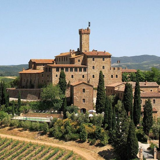 2016-09/le-castello-banfi-il-borgo-montalcino-italie-0ebd243c062e8c4129d35420c8ee3d2b6f343834.jpg