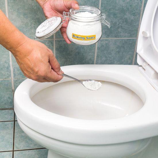 2020-07/toilettes-nettoyer-bicarbonate.jpg