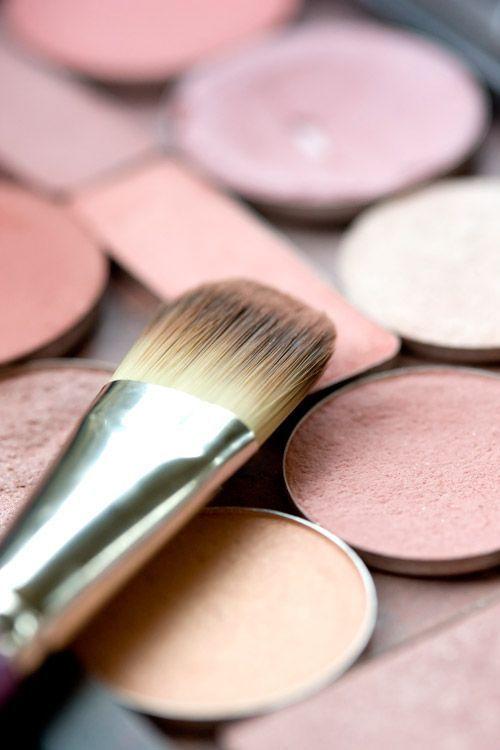 Comment utiliser un fard clair en maquillage