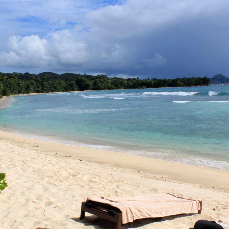 Baie de la Grande Anse, place de l'hôtel Avani