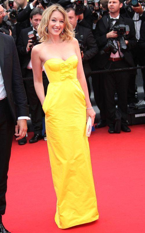 Ludivine Sagnier en robe fourreau jaune