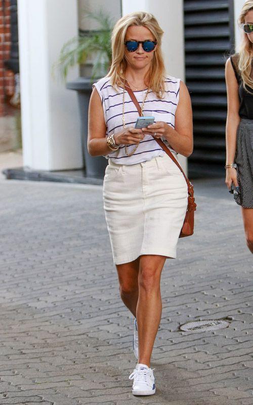 Reese Witherspoon en jupe droite longueur dessus du genou