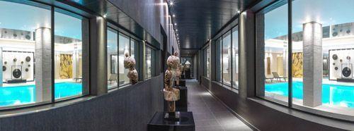 Le long couloir de Spa by Carita de l'Hôtel de Chassieu
