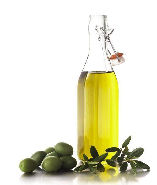 De l'huile d'olive en bouteille.