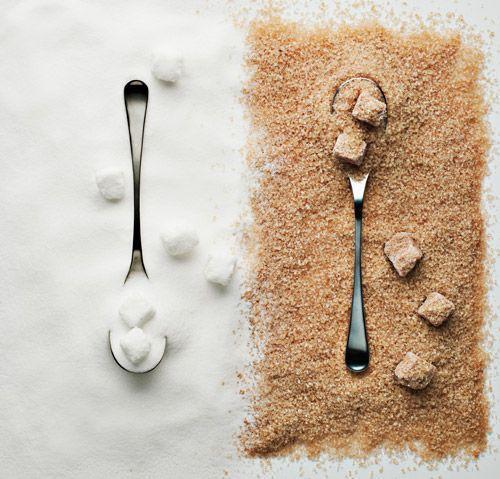 Du sucre blanc et du sucre roux.