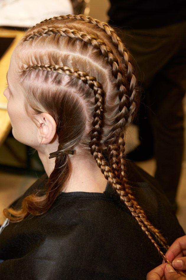 Un tutoriel pour réaliser une coiffure avec des boxer braids.
