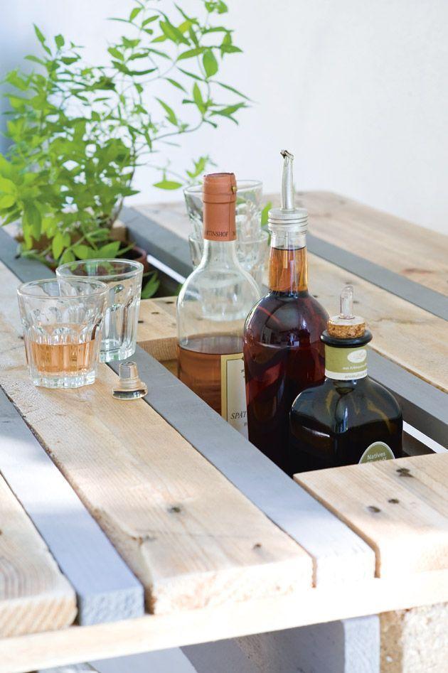 Le compartiment de la table en palettes de bois