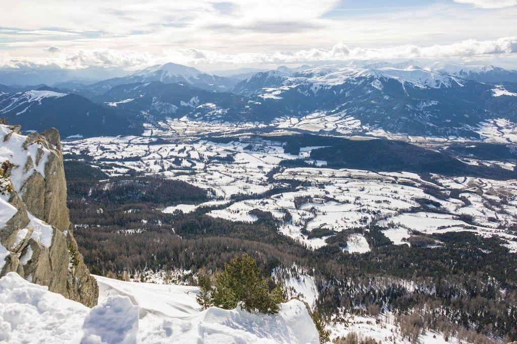 """A Montclar, les panoramas sur les """"Alpes du soleil"""" sont incomparables."""