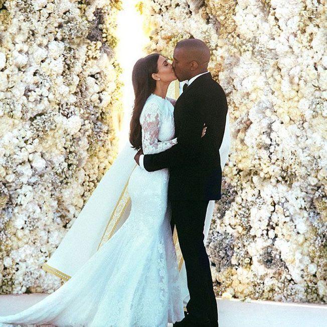 La coiffure de mariage de Kim Kardashian.