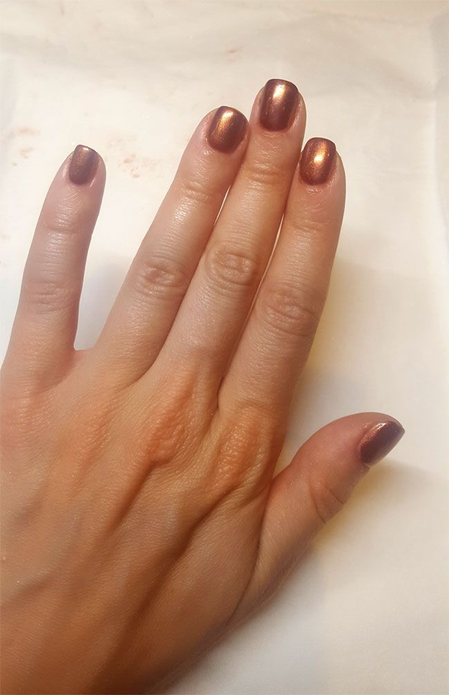 La manucure Chrome Effects d'OPI en image.