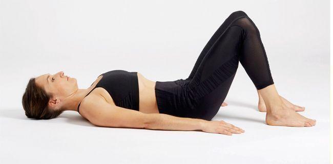 Un exercice de yoga pour les abdominaux.