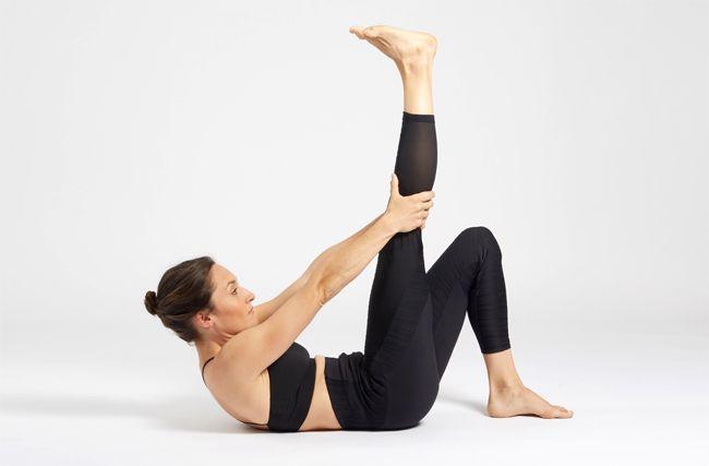 Un exercice de yoga pour tonifier ses abdominaux.