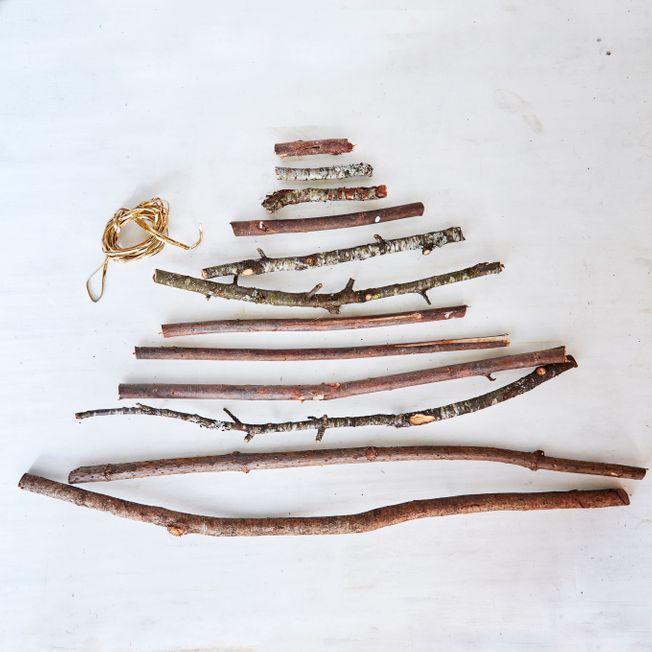 Un sapin de Noël maison en bois.