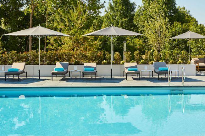 La piscine de l'hôtel du Domaine des Vanneaux.