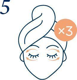Un massage pour prendre soin du contour de l'oeil.