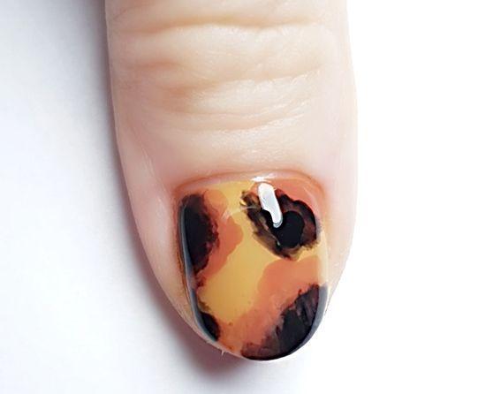 Un tutoriel vernis à ongles écailles.