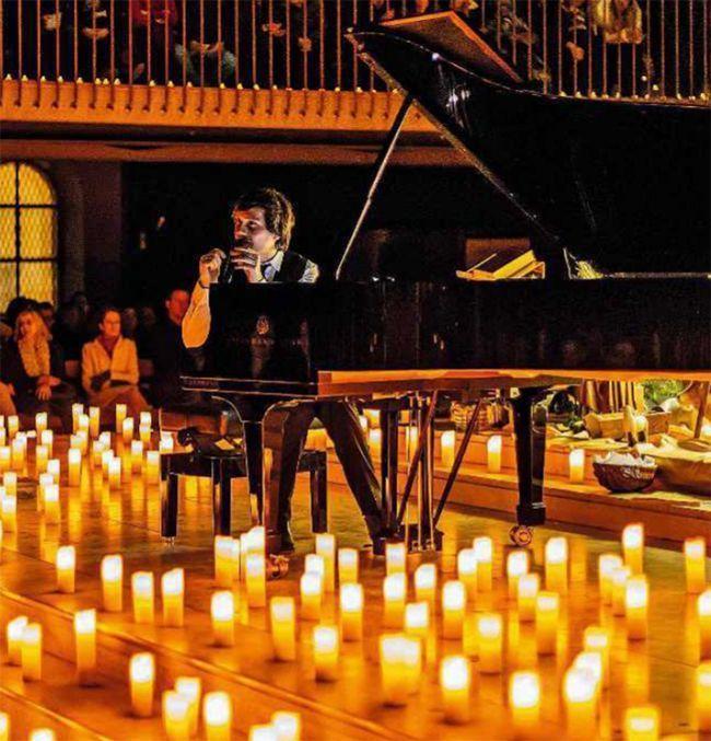 Un concert de musique aux bougies à Paris.