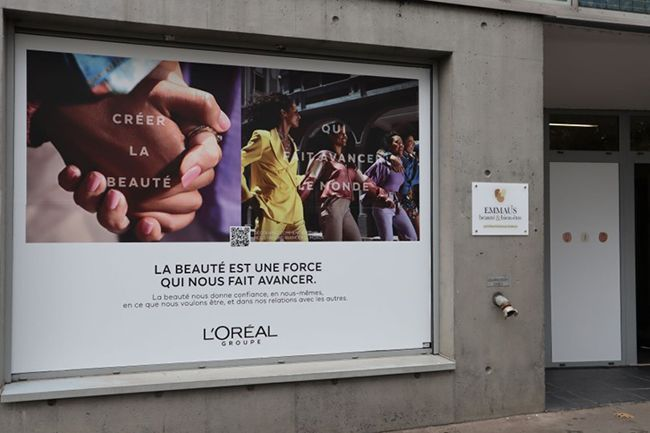 La boutique solaire Emmaüs L'Oréal de produits de beauté.