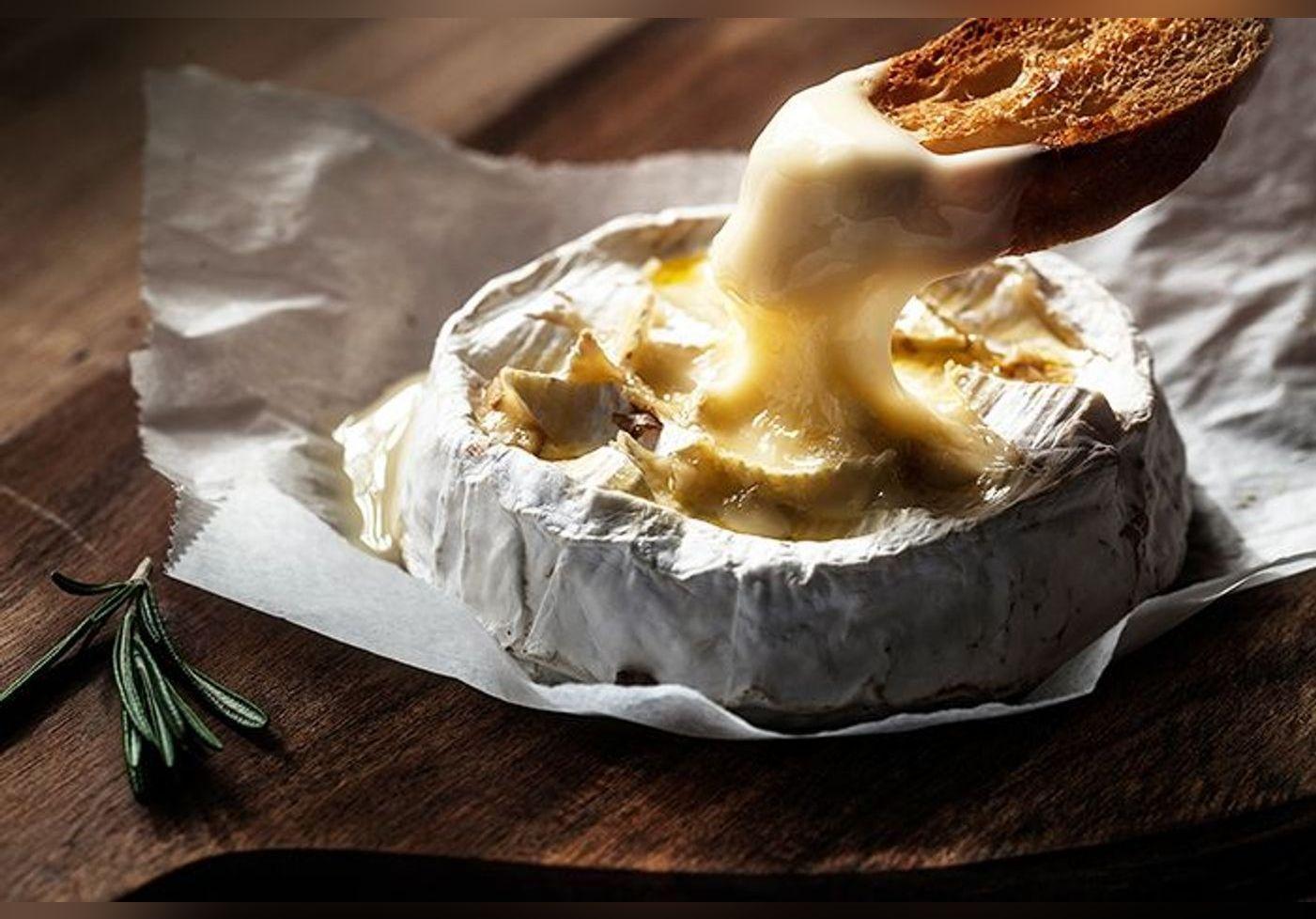 Cyril Lignac : voici comment le chef cuisine le camembert et on n'y aurait jamais pensé