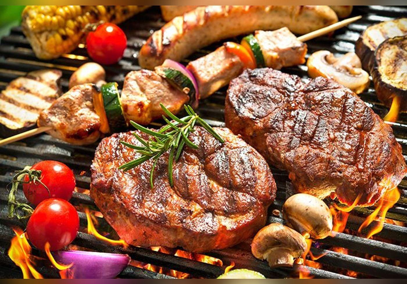 Voici l'astuce infaillible de Cyril Lignac pour une viande tendre et goûtue au barbecue