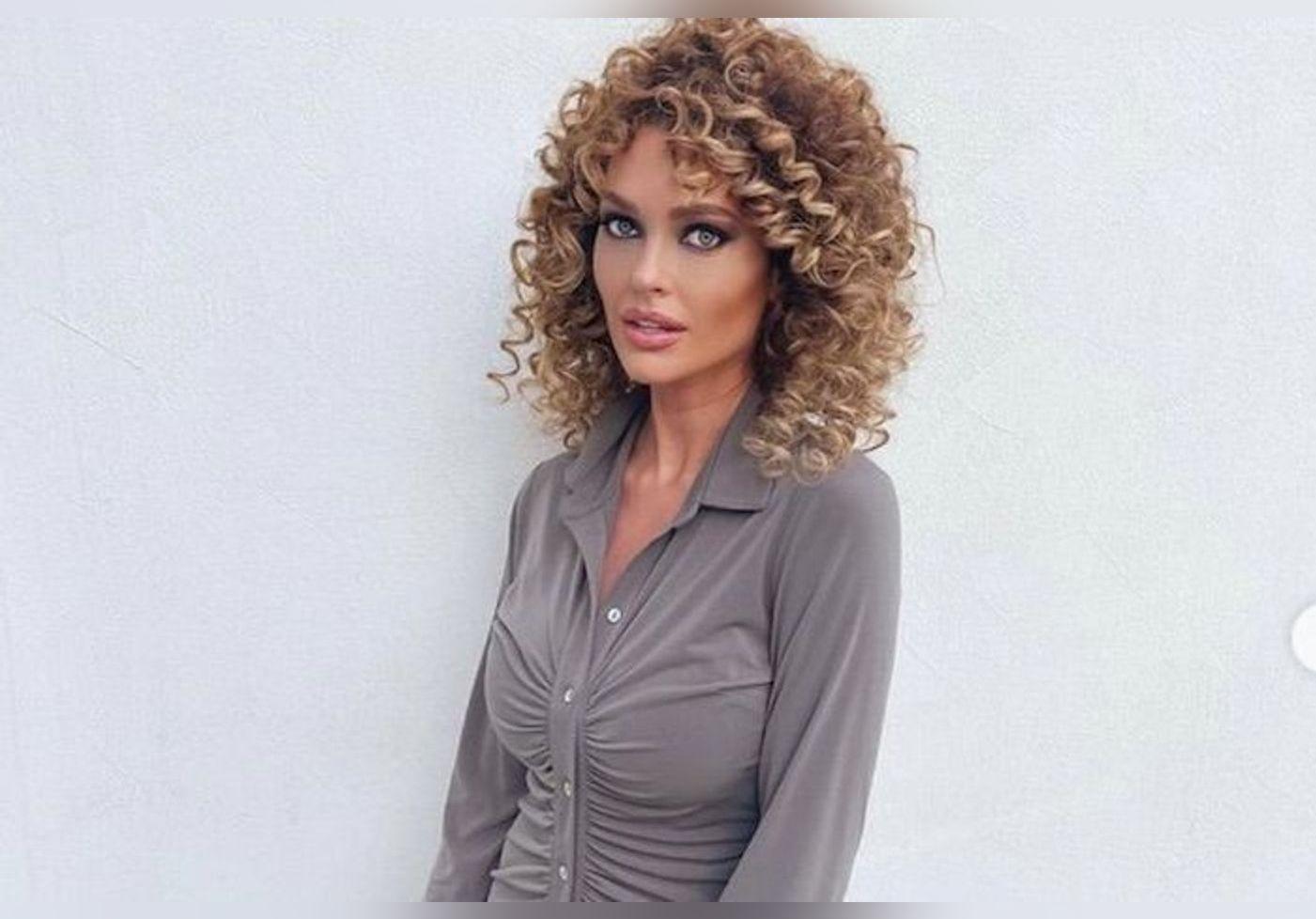 Notre sélection de robes chemises pour être aussi classe que Caroline Receveur