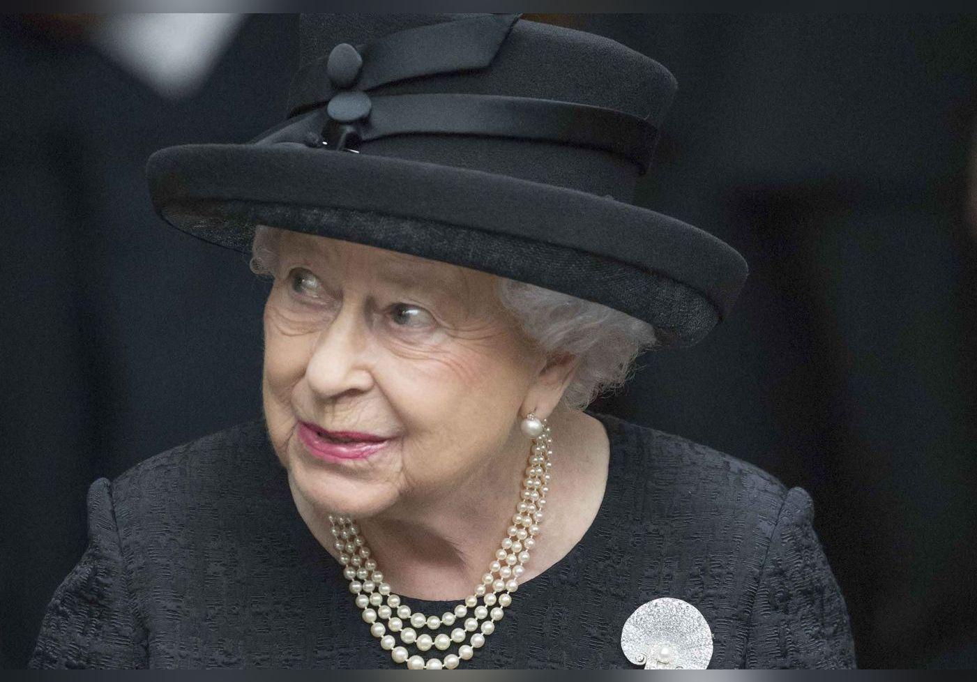 Pas d'uniformes militaires aux obsèques du prince Philip : stratège, Elizabeth II s'évite un scandale retentissant