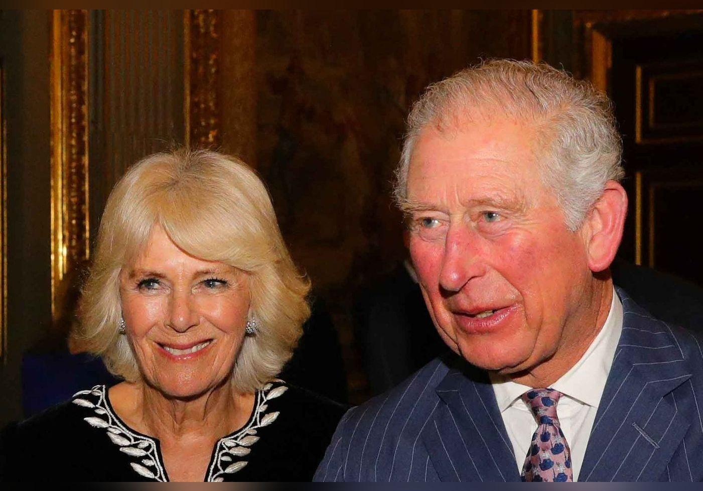 Prince Charles et Camilla Parker Bowles : un homme de 55 ans prétend être leur fils caché !