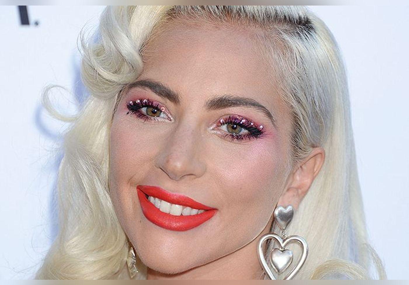 Lady Gaga s'affiche dans sa sublime robe de mariée vintage en Italie… La photo fait rêver