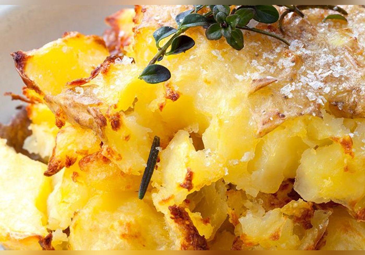 Voici comment Hélène Darroze cuisine les pommes de terre, ses patates explosées nous donnent très faim