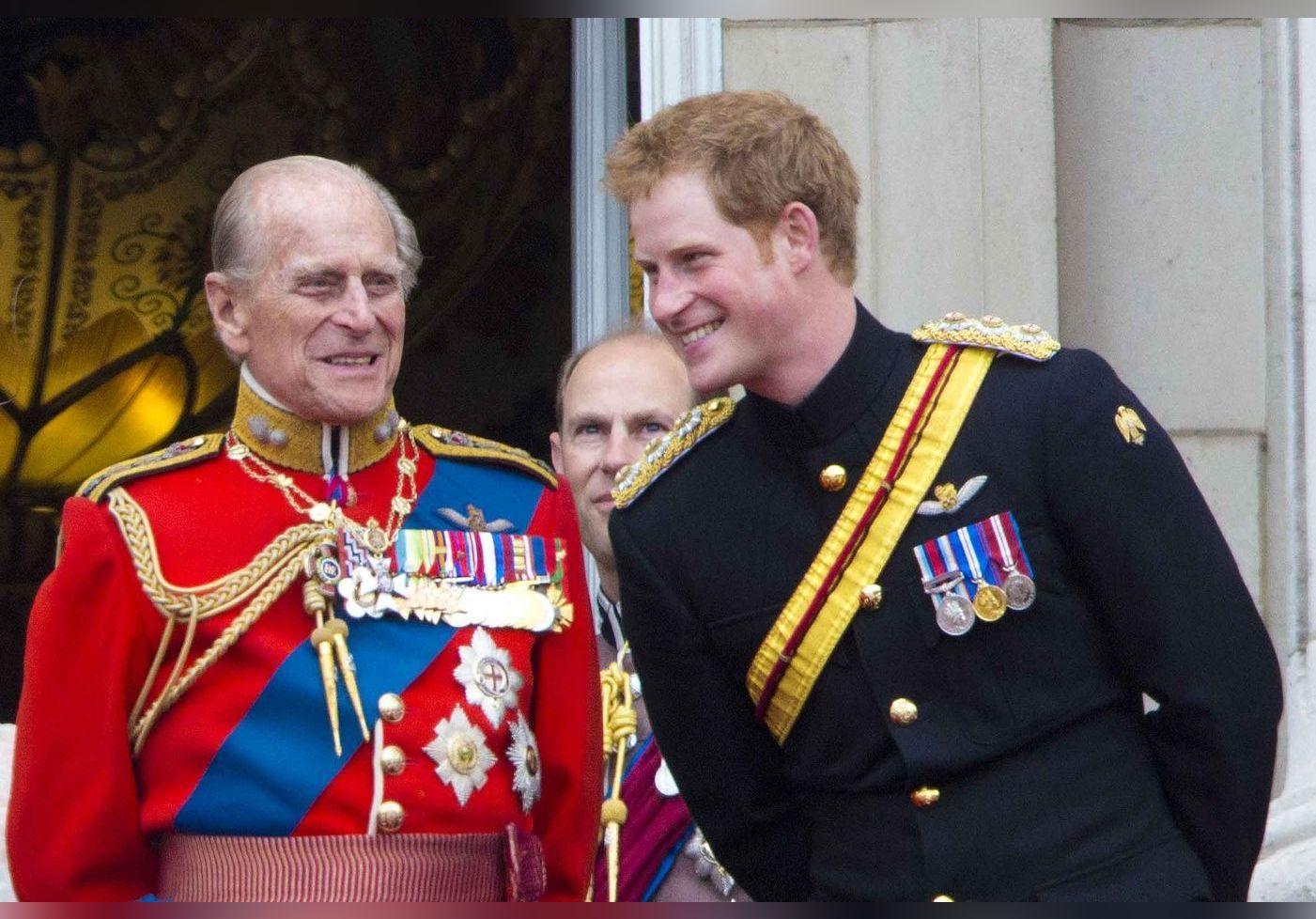 Le prince Harry en quarantaine : il réécrit son hommage au prince Philip, et c'est bouleversant