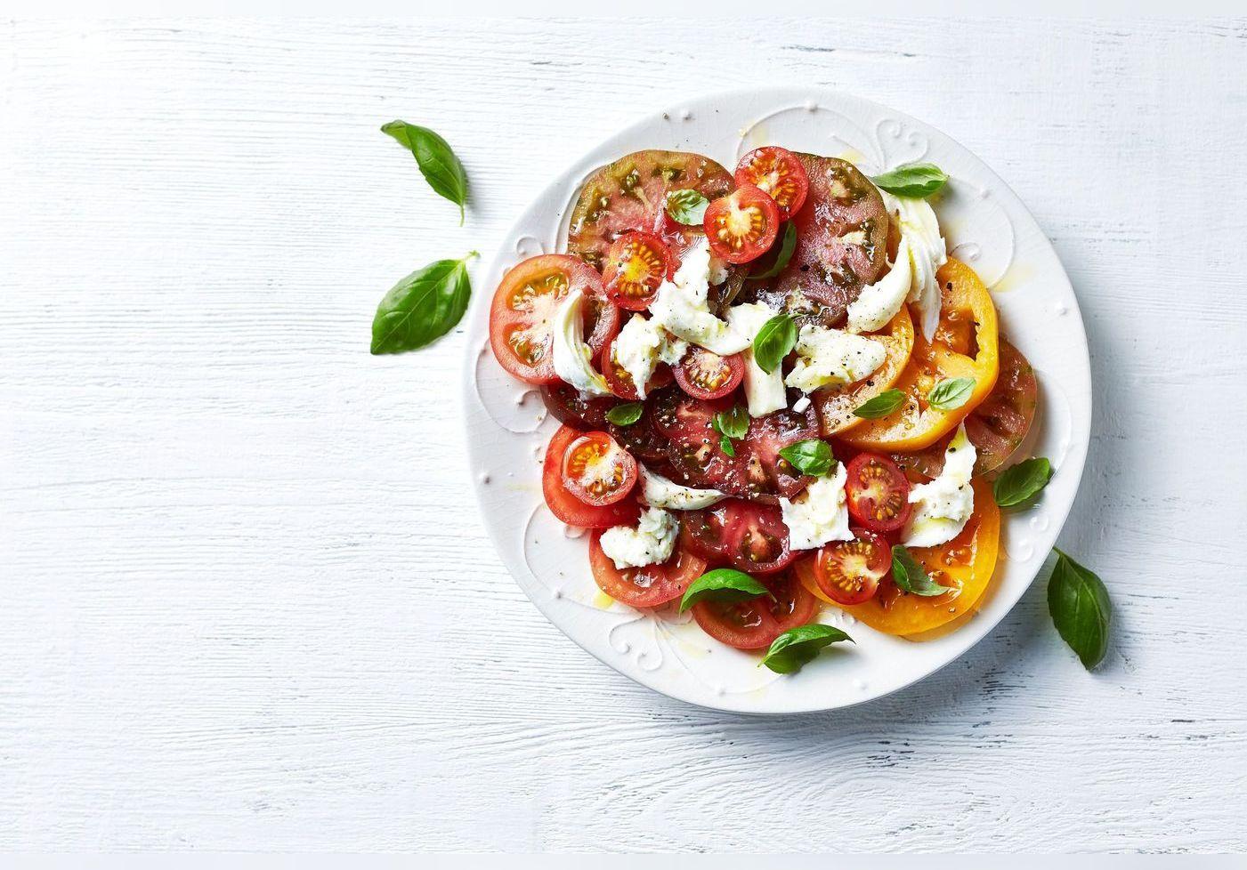 Anne-Sophie Pic nous donne son astuce pour une salade tomate-mozzarella fraîche et originale