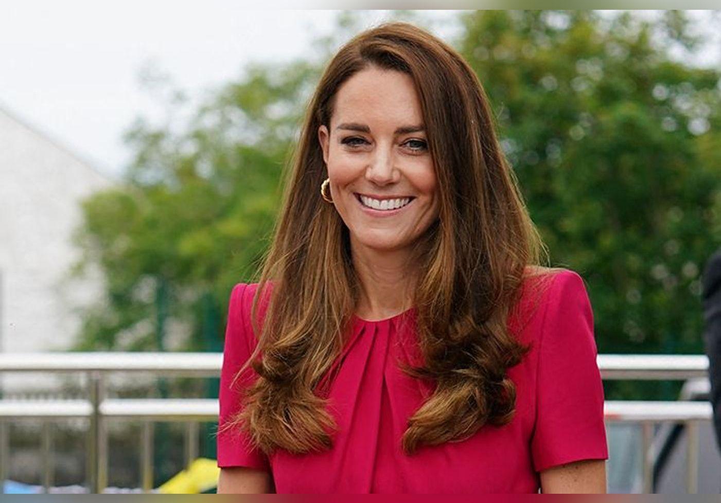 Kate Middleton renversante dans sa sublime robe couture… Un clin d'œil à sa robe de mariée