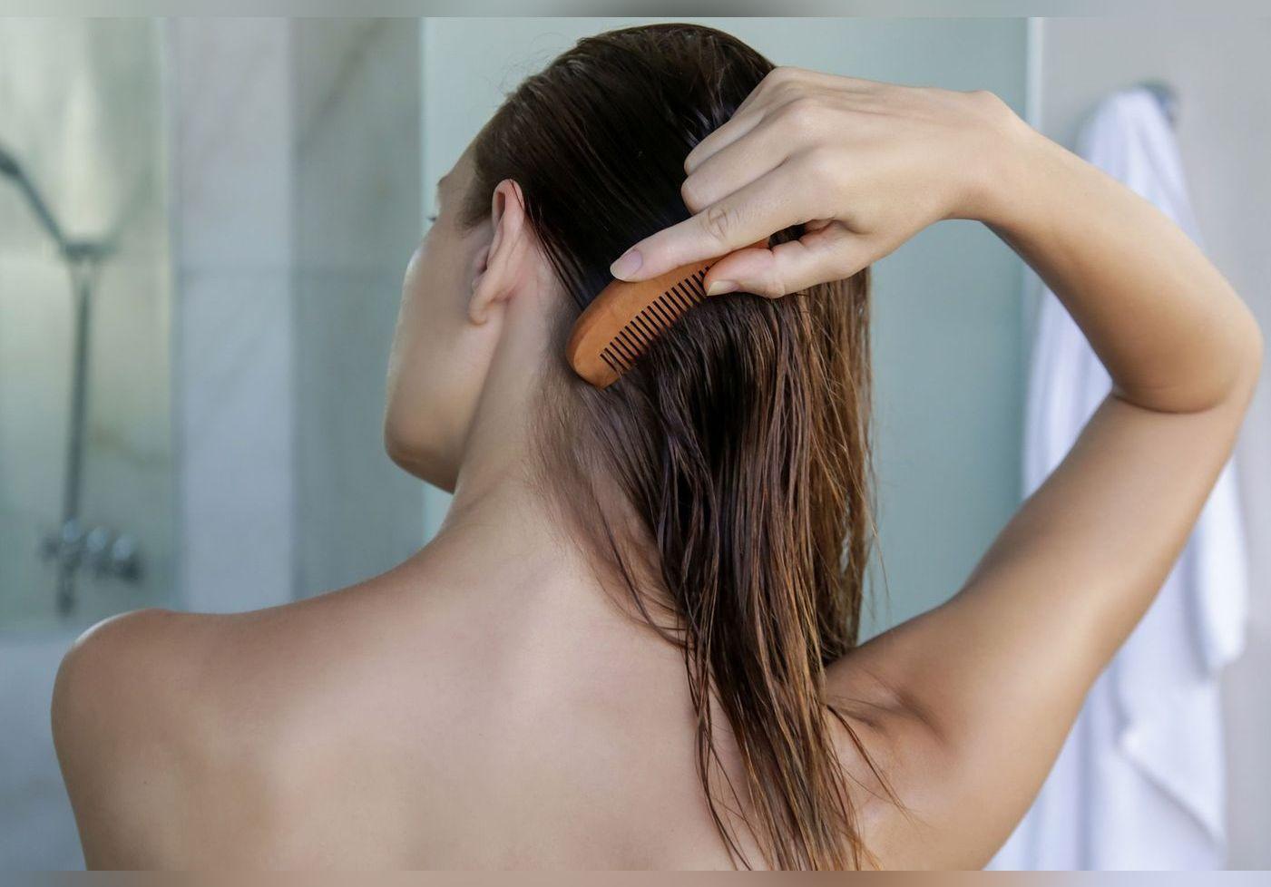 Cheveux secs et ternes : on a trouvé un spray naturel à la kératine végétale qui les rend doux et brillants