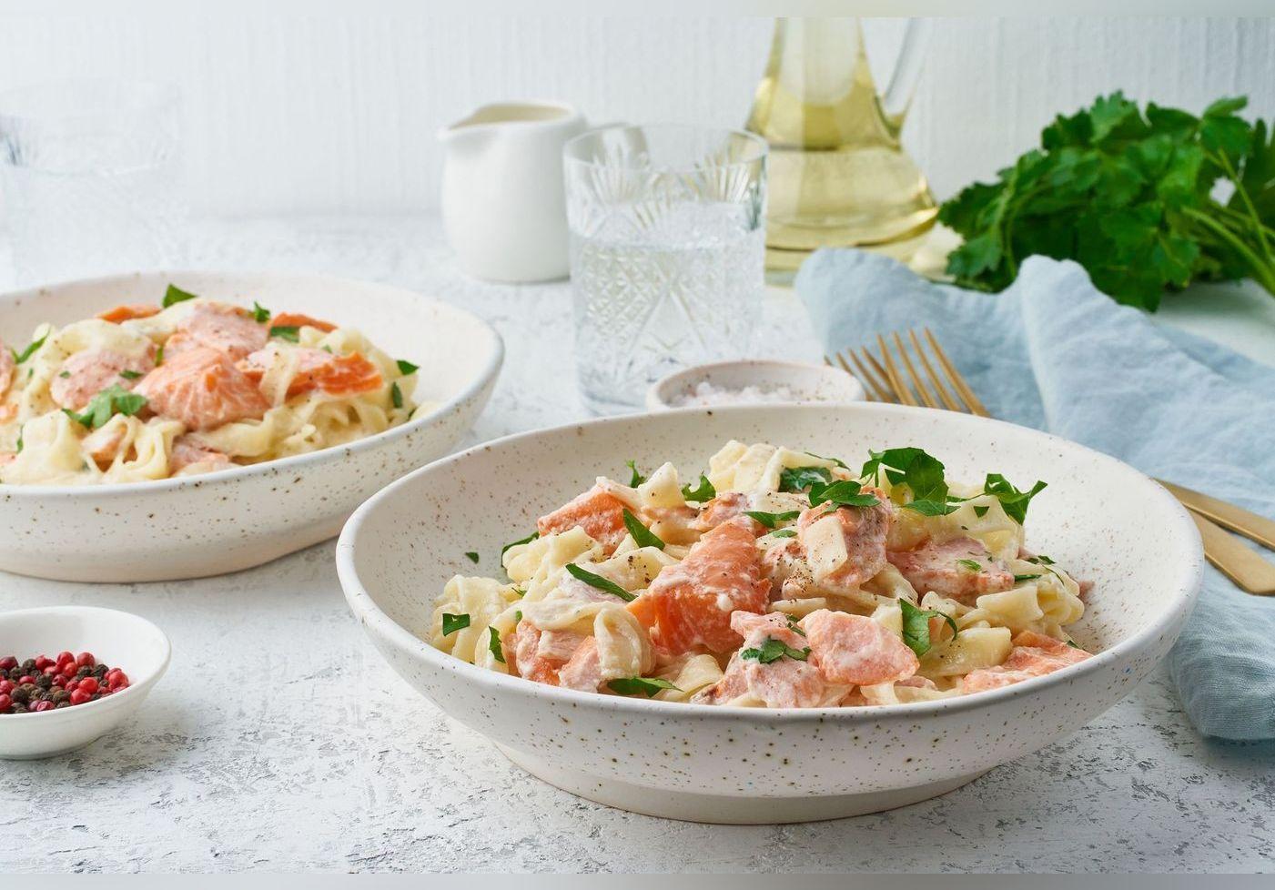 Julie Andrieu dévoile une recette de pâtes aux deux saumons et nous met l'eau à la bouche