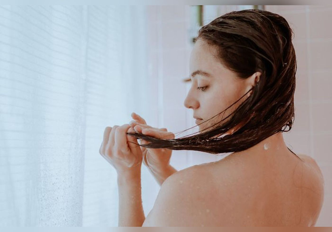Voici des habitudes quotidiennes à ne plus commettre pour ne pas abîmer vos cheveux !