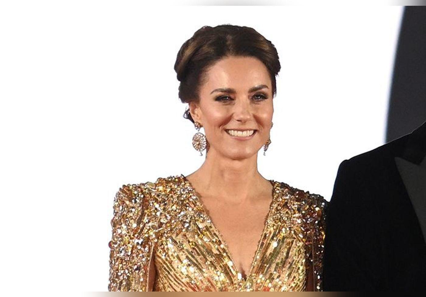 Kate Middleton renversante en robe de princesse transparente tout en or et perles dorées… A couper le souffle !