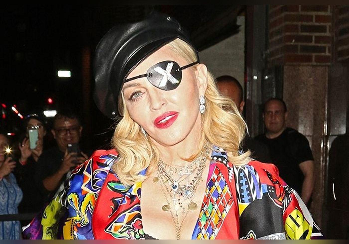 Madonna : sa fille Lourdes est son sosie ! Cheveux noirs, allure sexy... A 24 ans, elle fait sensation à la Fashion Week