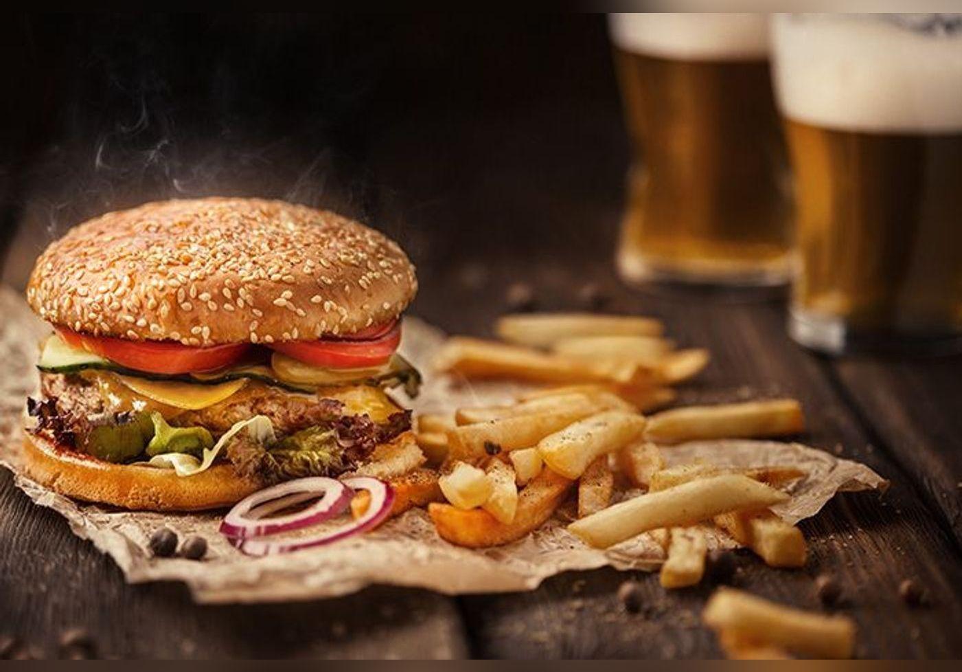 Ketchup, fromage, bière, pizzas, burgers... Et s'ils n'étaient pas si mauvais que ça pour la santé ?