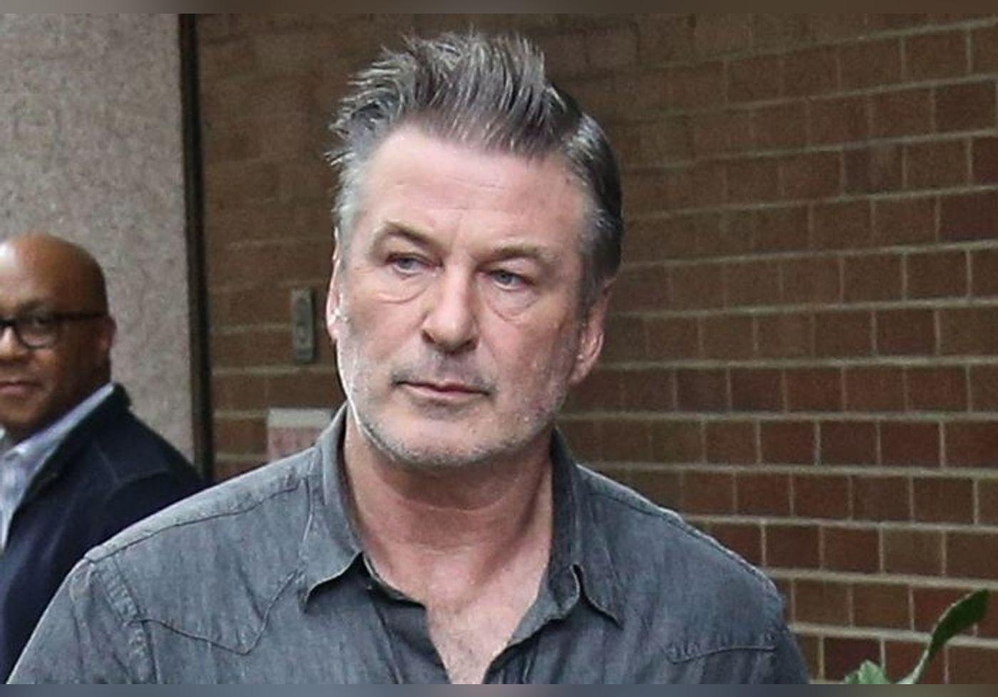 Alec baldwin brise le silence après avoir tué Halyna Hutchins : « Il n'y a pas de mots pour exprimer mon choc, j'ai le cœur brisé »