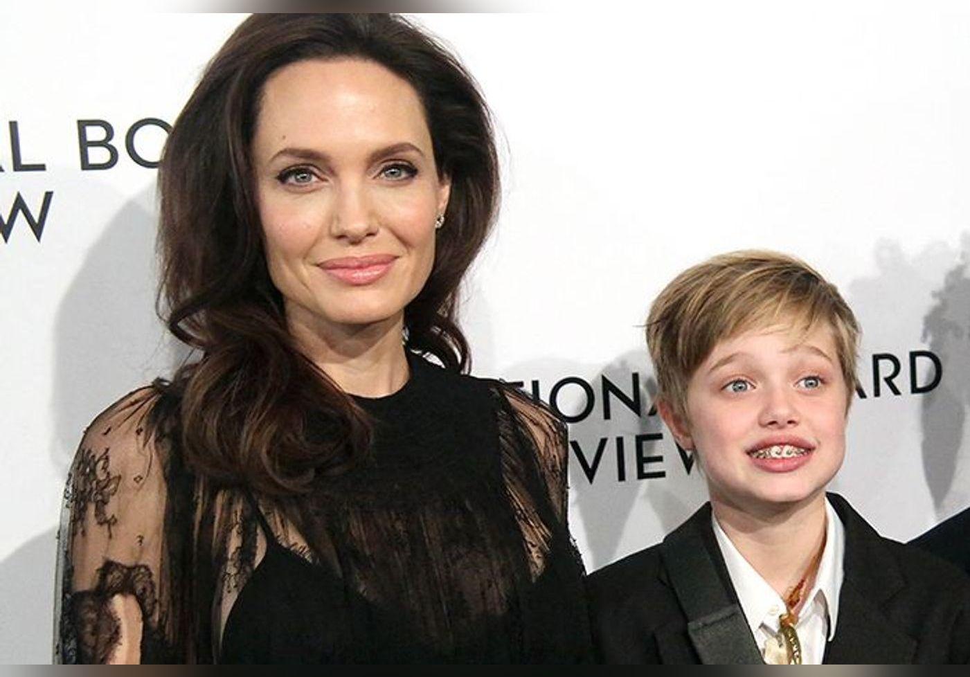 Angelina Jolie : sa fille, Shiloh, porte une robe pour la première fois… Elle dit adieu aux costards et se dévoile comme jamais