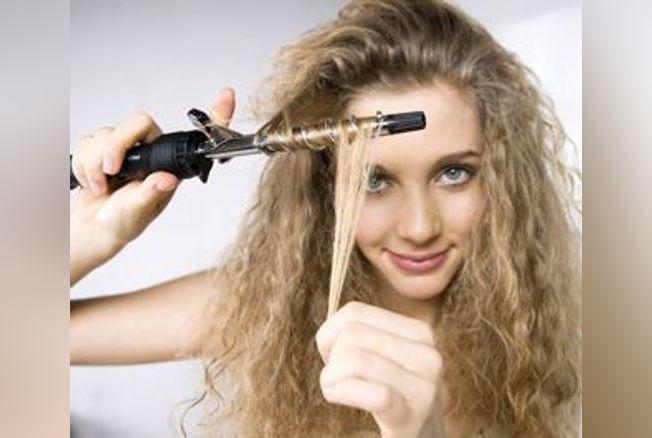 ondulations comment se faire des boucles conseils coiffure en photos version femina. Black Bedroom Furniture Sets. Home Design Ideas