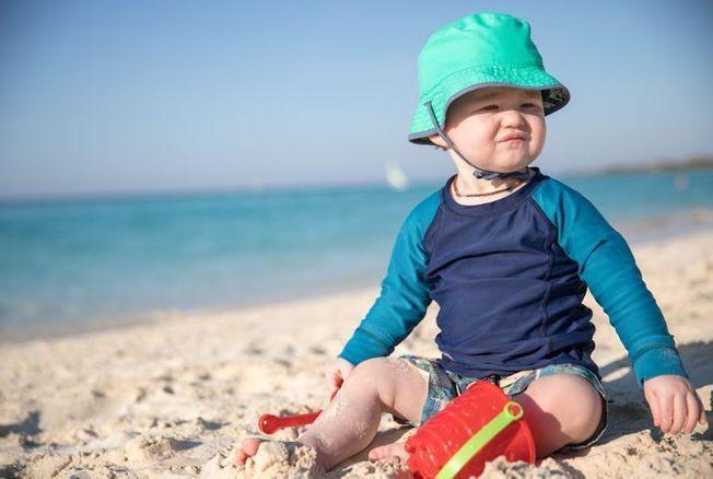 Anti-UV, anti-ondes… Les vêtements intelligents pour bébés sont-ils utiles ?